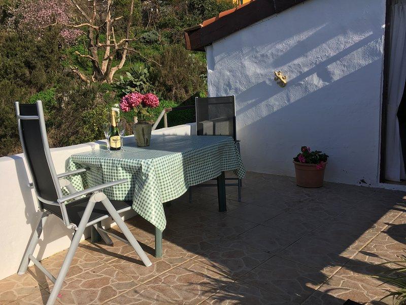 LOS SUERTES COTTAGE PEACEFUL AND RELAXING SURROUNDINGS. FREE WIFI, holiday rental in Puerto de la Cruz