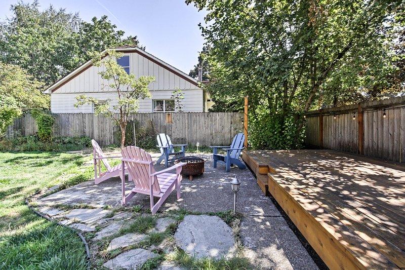Vous adorerez vous détendre dans la cour spacieuse après une journée bien remplie.