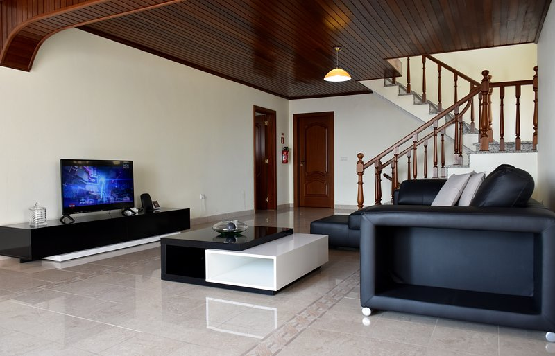Spacious house with sea view & Wifi, vacation rental in Paul do Mar