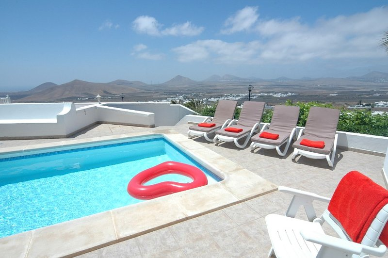 Nazaret Villa Sleeps 8 with Pool - 5825244, vacation rental in Las Laderas