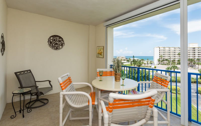 Screened in balcony with seating for 5.