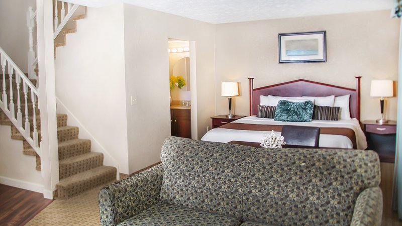 Come and stay in our cozy lofted suite, featuring 2 sumptuous King beds!
