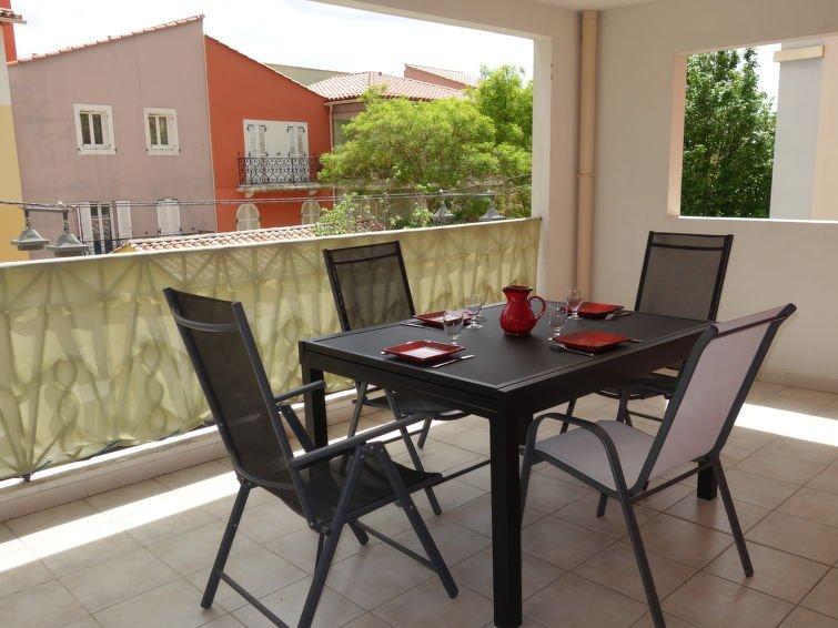 2 Bedroom Apartment In Saint Cyr Sur Mer Provence Alpes Cote D Azur