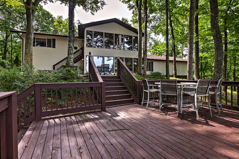 Lake Cumberland Home w/Deck, Grill & Boat Parking!, vacation rental in Albany