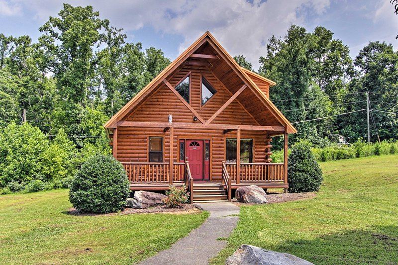 Make the most of your Gatlinburg trip at this 3-bed, 2-bath vacation rental!