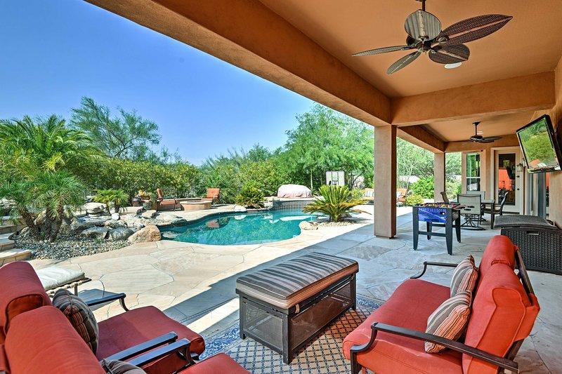 ¡Eleva tu retiro en Cave Creek en esta casa de vacaciones!