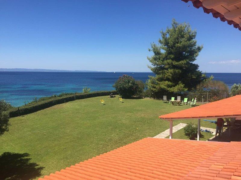 Beautiful House In Neos Marmaras With Private Beach, aluguéis de temporada em Paradisos