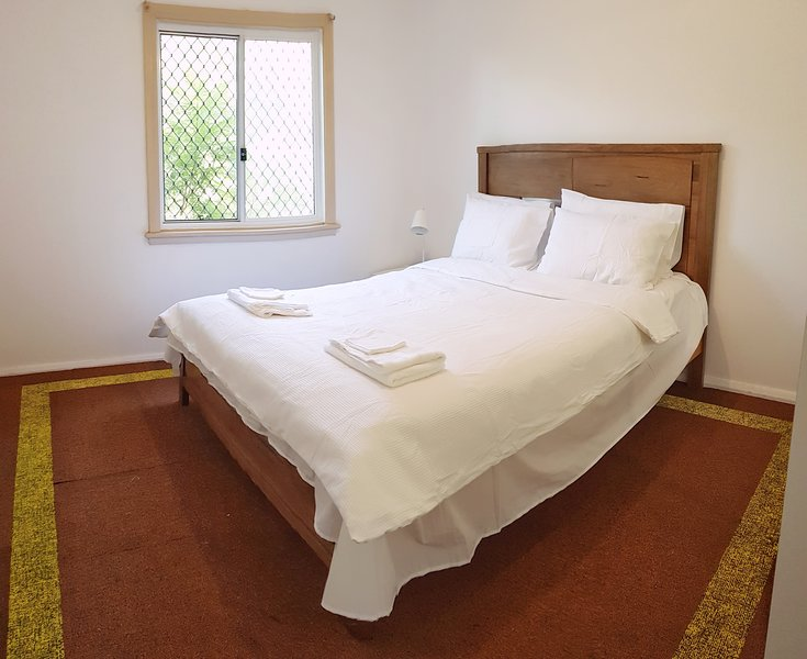LOW PRICE CLEAN LINEN, vacation rental in Granville