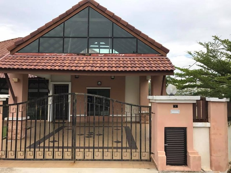villaParadise Homestay Pura Kencana Sri Gading Batu Pahat, holiday rental in Batu Pahat District