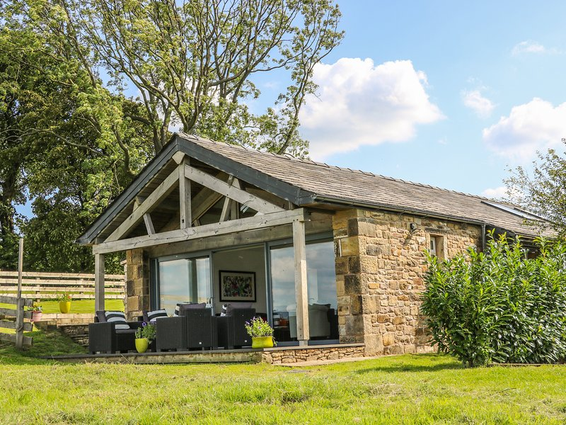 MEADOW COTTAGE, stunning views, WiFi, Longridge, holiday rental in Clayton-le-Dale