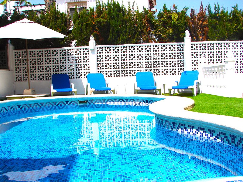 Costa Banca South - XL 3 Bed / 2 Bath Party Villa / Wi-Fi / Pool / - Villamartin – semesterbostad i Orihuela