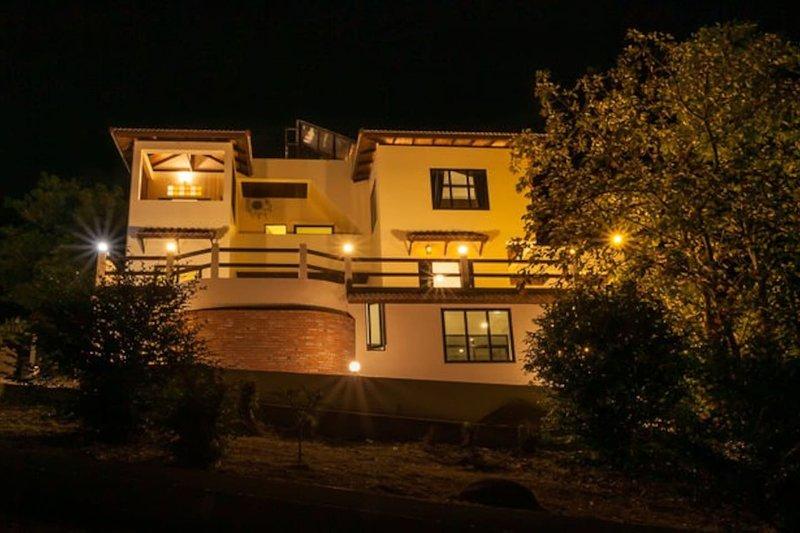 New POP Villa - 2 BR Sunset Pool Villa w/ Sea & Jungle Views, aluguéis de temporada em Koh Tao