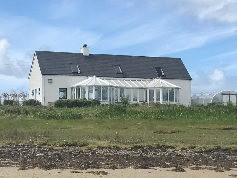 Bay villa Holiday Home, holiday rental in North Uist