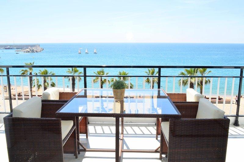 Precioso apartamento  con vistas panorámicas situado en el centro de Blanes, location de vacances à Blanes
