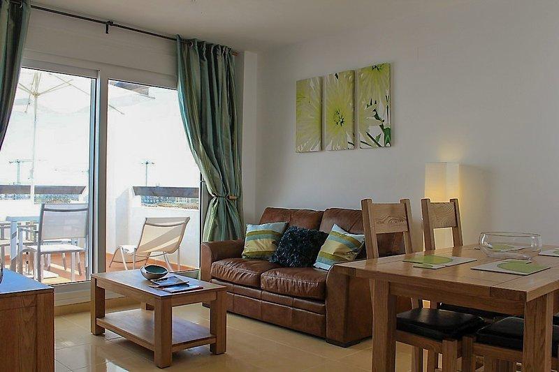 Las Terrazas de la Torre Golf Resort Two Bedroomed Apartment Free Wi-Fi & Uk TV., holiday rental in Balsicas