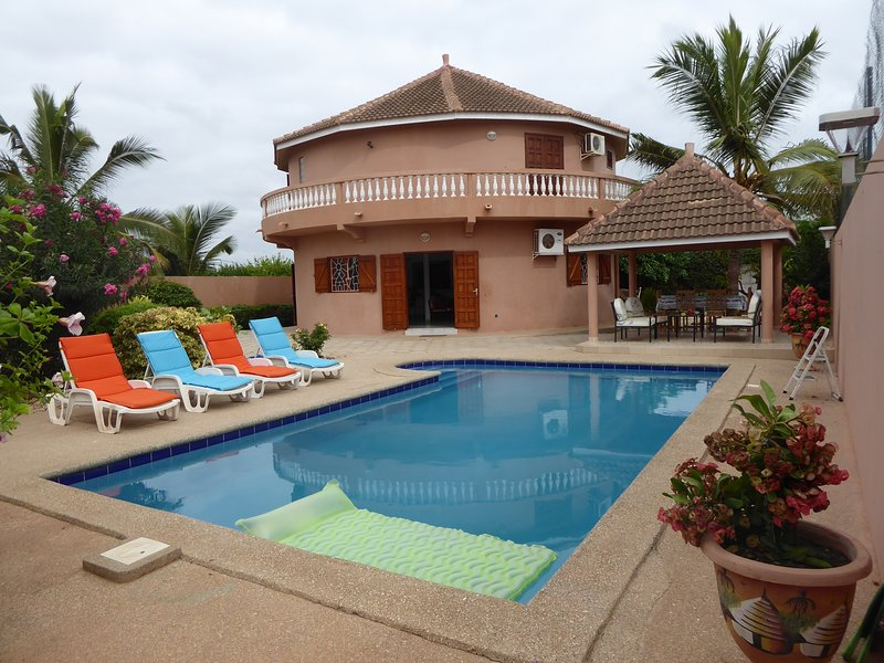 WARANG VILLA PISCINE WIFI PROCHE BORD DE MER 12 KMS SALY TOUT CONFORT, holiday rental in Ouoran