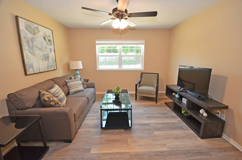 Awesome, 2 Bedroom in Mesta Park, vacation rental in Spencer