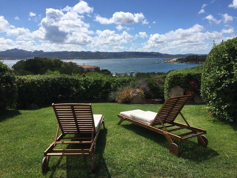 Last minute offer fine agosto: giardino e mare a soli 2 minuti a piedi!, vacation rental in Baia Sardinia