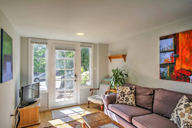 Escape to Seattle at this 2-bedroom, 1-bathroom vacation rental apartment!