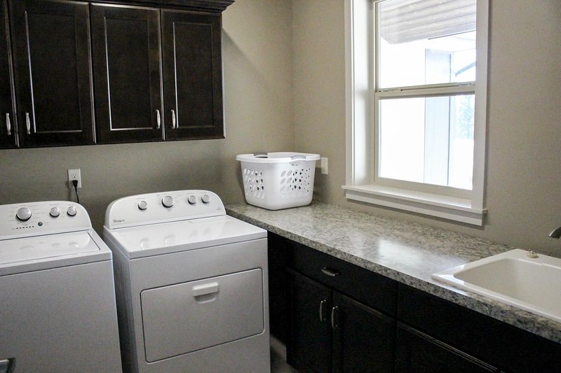 Fox Lane Cabin - Laundry room