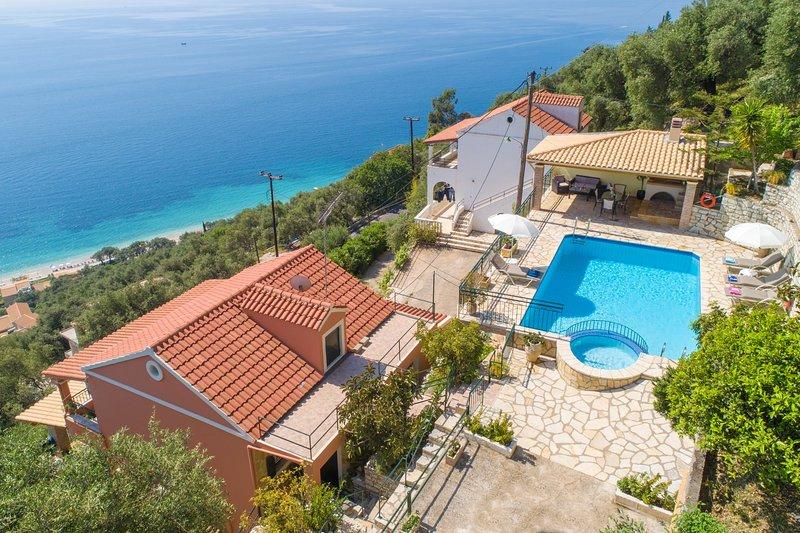Schöne Villa mit privatem Pool und Terrasse mit Panoramablick auf das Meer