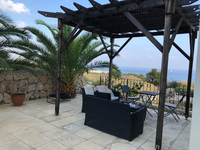 Beautiful one-bedroom apartment Esentepe, Girne, holiday rental in Bahceli