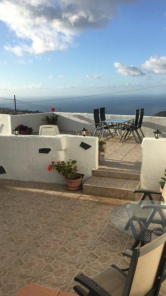 LOS SUERTES COTTAGE UNO VERY PEACEFUL AND RELAXING SURROUNDINGS.FREE WIFI, holiday rental in Puerto de la Cruz