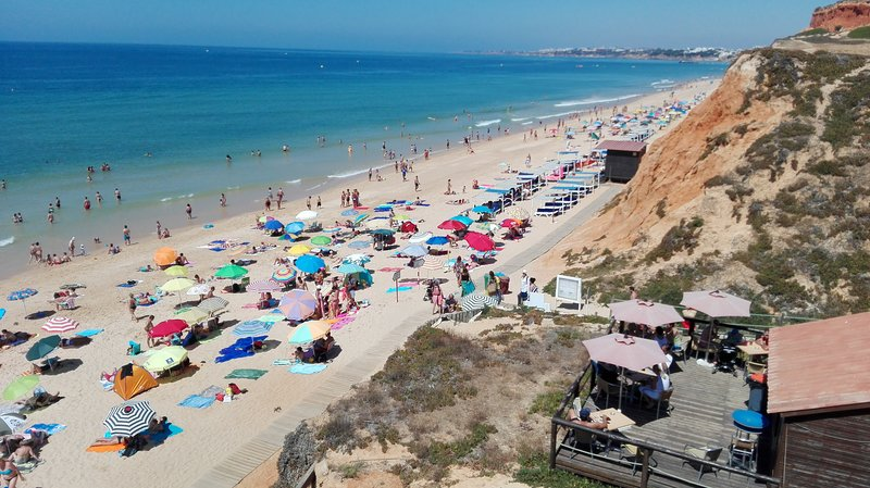 Praia da Falésia Alfamar, è a 5 minuti a piedi dalla casa.