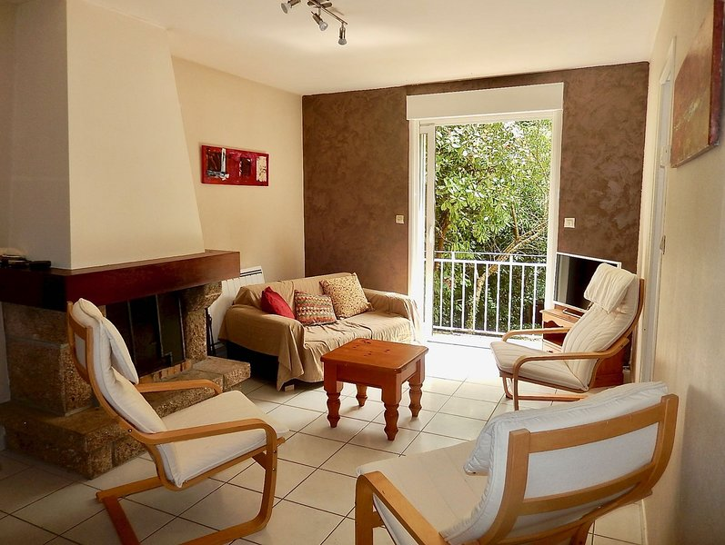 Living room with balcony, garden view