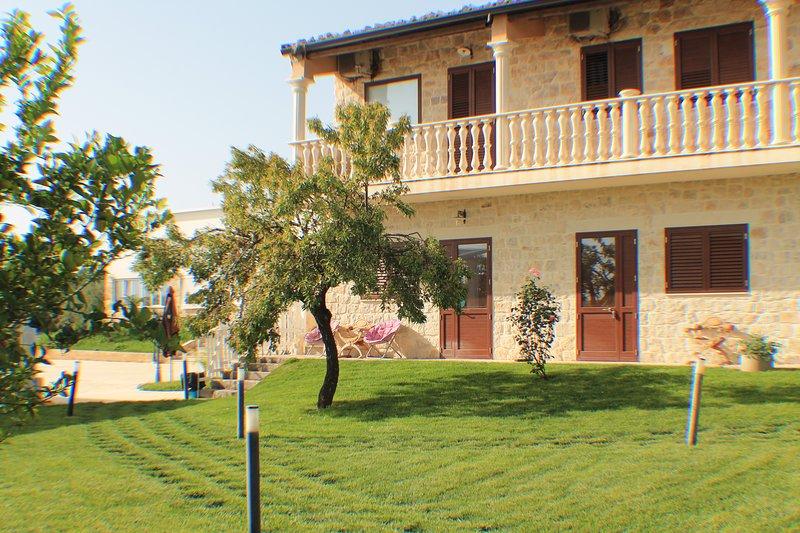 Agriturismo Le Due Palme- Il Paradiso Di Adamo - Camera Doppia, vacation rental in Frigintini