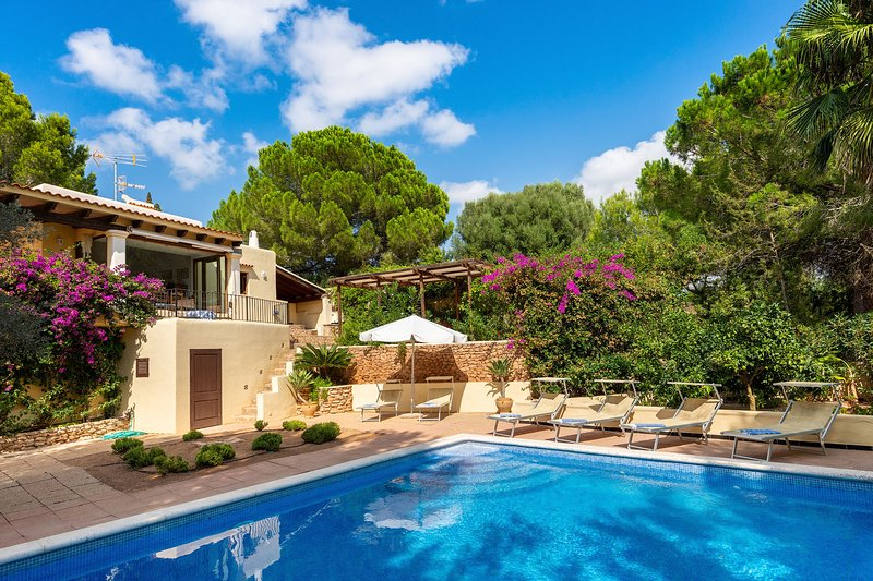 Large Mediterranean villa with sunset views, alquiler de vacaciones en Ibiza