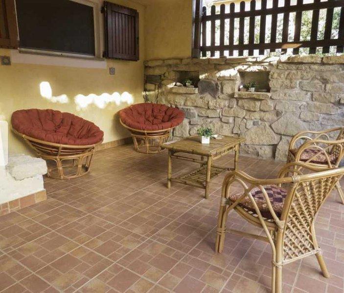 Casetta a Torre del Pozzo (OR), vacation rental in Torre del Pozzo
