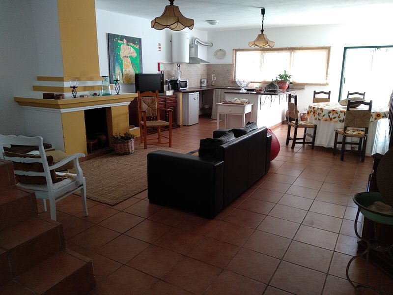 Spacious house with garden & Wifi, location de vacances à Portel