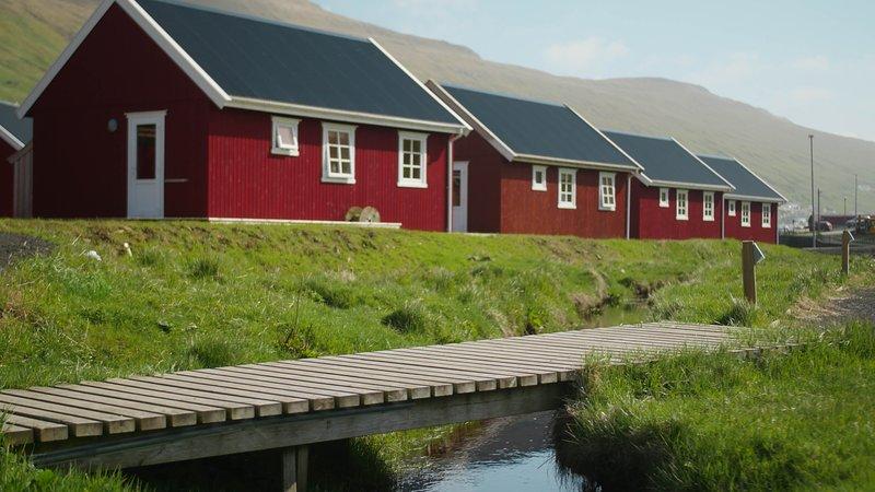 Cozy new cabin, with 1 bedroom (A), casa vacanza a Isole Fær Øer