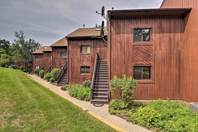The townhome easily sleeps 7 guests in 1 bedroom and a loft.