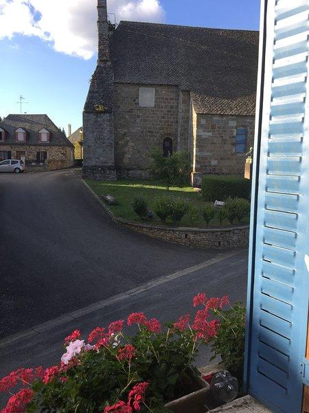 Beautiful house with terrace & Wifi, vacation rental in Liginiac