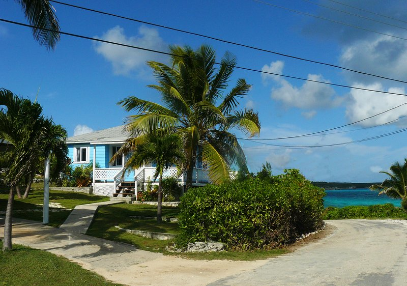 Serenity House  - Oceanfront, Wi-Fi, Cable TV, AC, Local Place not Touristy!!!, location de vacances à Rainbow Bay