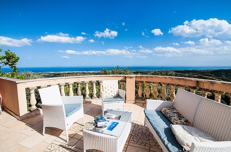 Villa Rondinella, holiday rental in Gioiosa Ionica