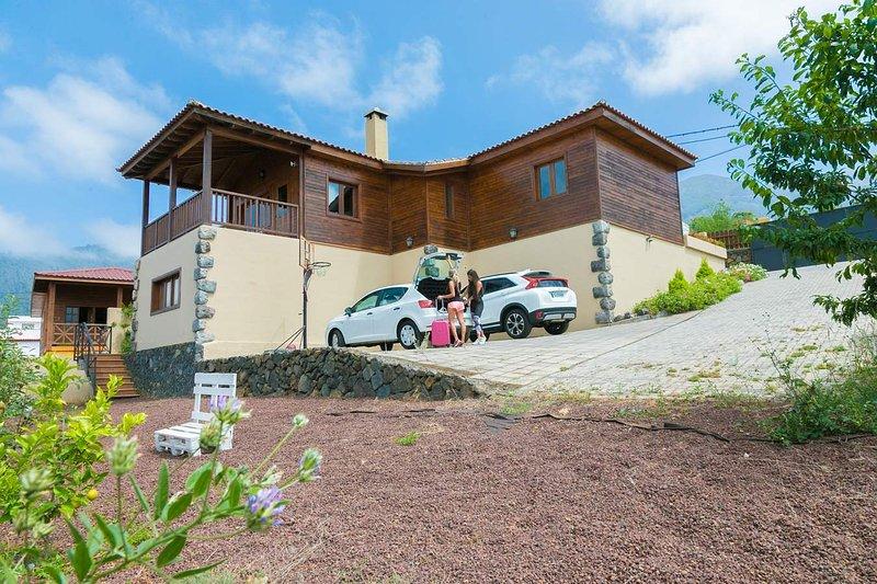 ROMANTICA CASA DE MADERA CON PARKING, BBQ, PARKING Y VISTAS. ESPECIAL FAMILIAS, vacation rental in La Orotava