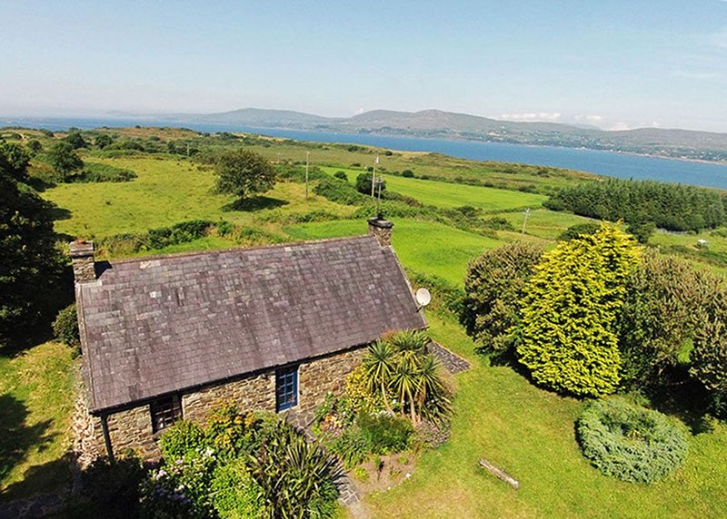 Carbery 3, Durrus, Co.Cork - 3 Bed - Sleeps 6 - Carbery 3 Holiday Home Rental Gl, holiday rental in Durrus