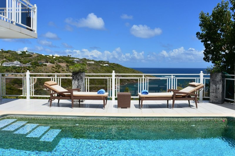 Villa Bellevue | Ocean View - Located in Beautiful Marigot with Private Pool, holiday rental in Marigot