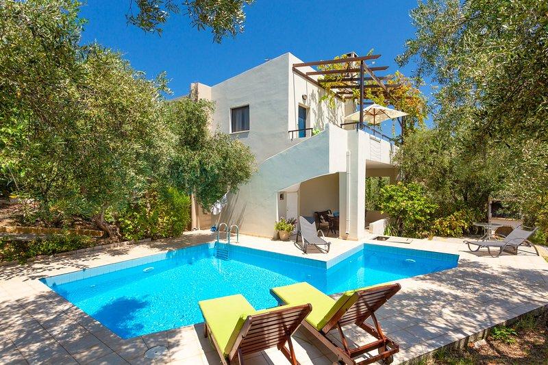 Bela vivenda com piscina privada, terraço e jardim
