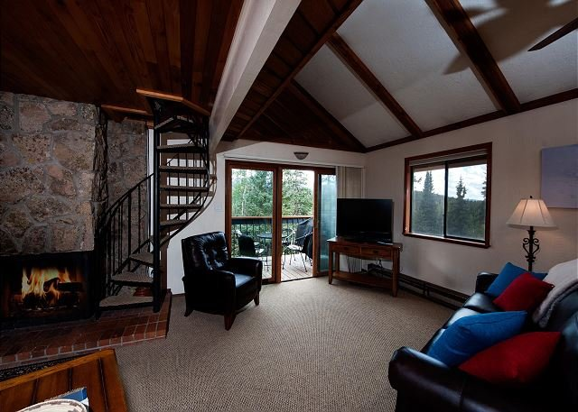 Pet Friendly - Affordable Ski in/Ski Out Condo - New Furniture - Views & Deck, holiday rental in Purgatory