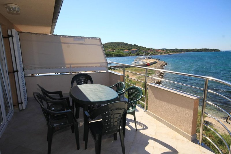 Zdrelac Apartment Sleeps 4 with Air Con - 5468029, holiday rental in Banj