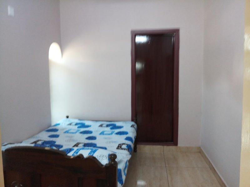 Prince- Une chambre avec lit Queen avec baignoire et douche attenantes