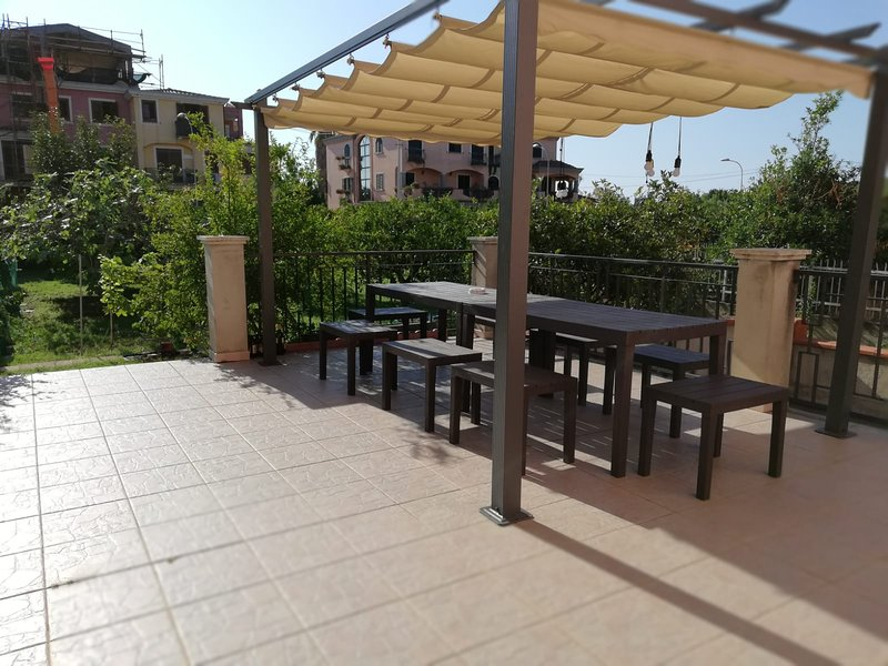 TORTOLI', THE HOME TO THE SEA, Ferienwohnung in Girasole