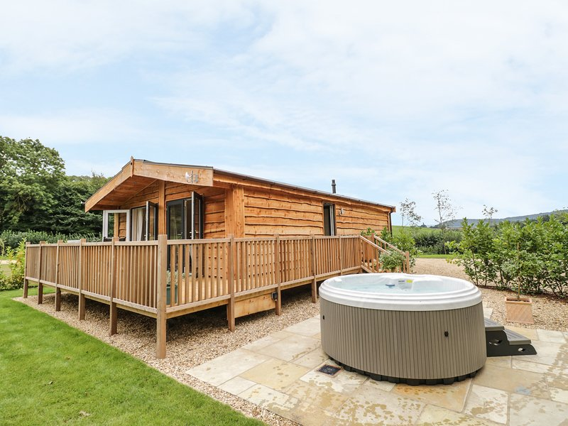 Mallard, hot tub, Ross-on-Wye, vacation rental in Weston under Penyard