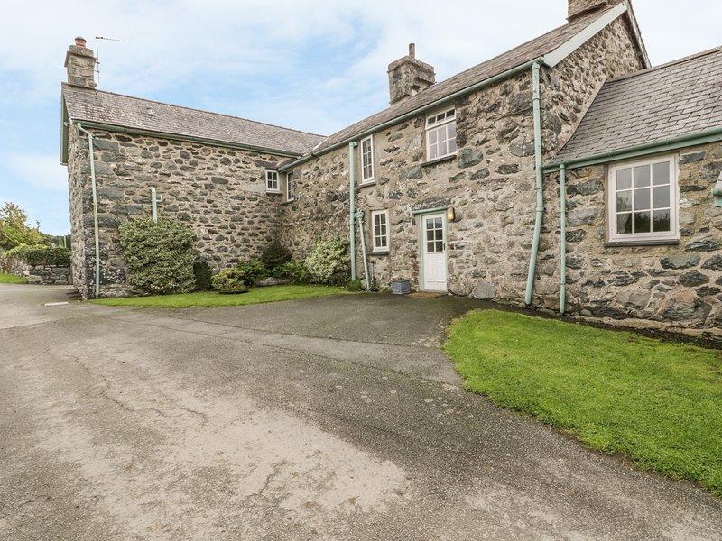 GWRTHEYRN, 14th century cottage, in Dyffryn Ardudwy, vacation rental in Dyffryn Ardudwy