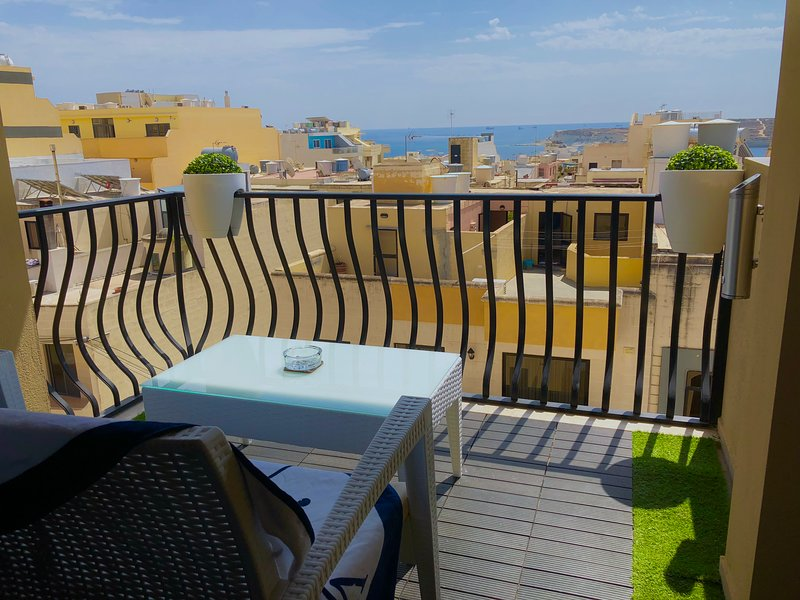 1a. Sea View 2 Bed Apartment close to Beach!, vacation rental in Marsascala