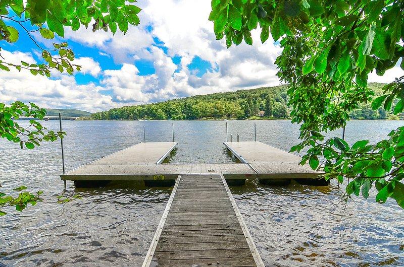 Dock is shared with the rental home next door, Bonus Getaway.
